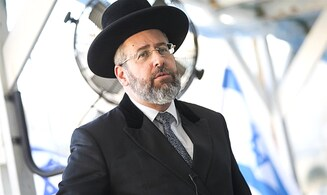 Chief Rabbi David Lau: 'The people won't accept closing synagogues on Yom Kippur'