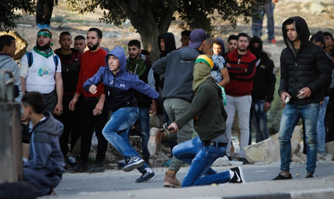 Arab rioters in Samaria (archive)