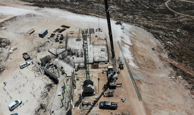 First crane in Samarian hills