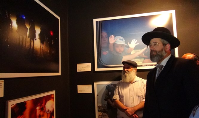 Rabbi Lau at Gush Katiff Museum
