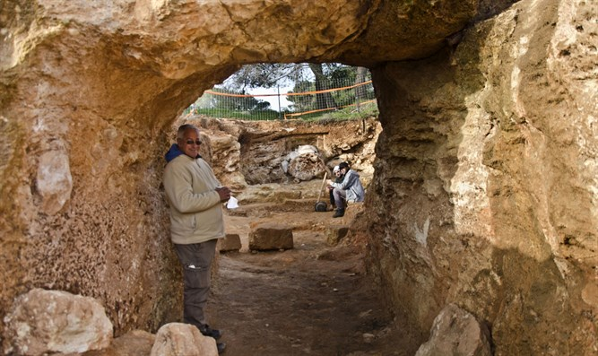 Burial estate found at Sharafat site in Jerusalem