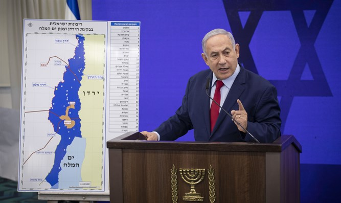 Netanyahu with sovereignty map
