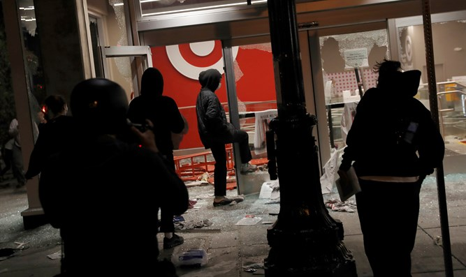 Riots and looting in Oakland, California