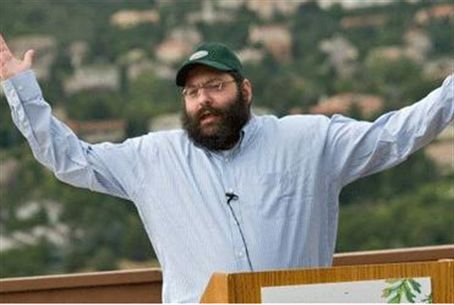 Rabbi Yosef Yitzchok Jacobson makes a point