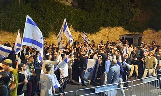 'Let IDF win': Demonstrators rally outside PM's residence