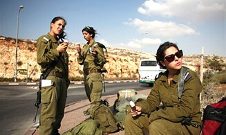 Controversy as Rabbi Weighs in on Women in IDF