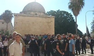 Muslim Extremists Force Jews From Temple Mount