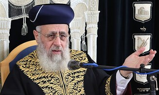 Rishon Letzion Rabbi Yitzchak Yosef rules on Shabbat and weekday prayers