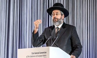 Chief Rabbi: Same rules must apply to both protests and prayers