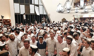 Watch: Thousands celebrate at Mercaz Harav