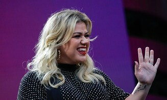 Internationally renowned singer Kelly Clarkson sings in Hebrew with Maya Buskila