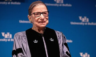 LIVE: Mourners pay respects to Justice Ruth Bader Ginsburg
