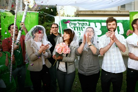 "Meretz's gay ""wedding"" at protest"