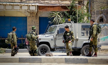 IDF soldiers in Hevron (file)