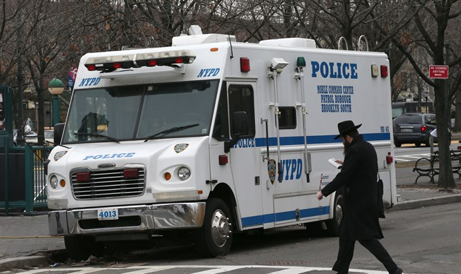 NYPD vehicle stationed outside 770 Chabad center