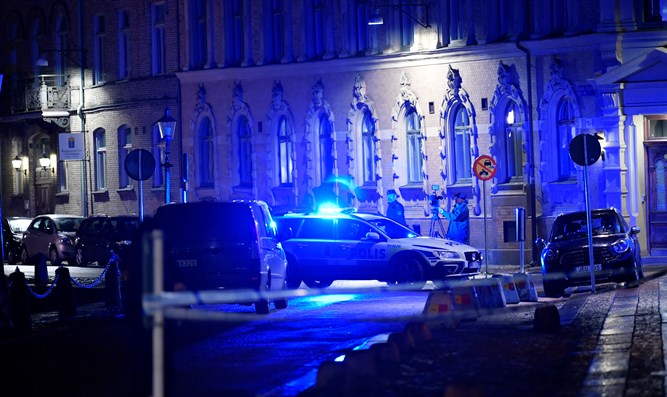 Police outside synagogue in Gothenburg, Sweden