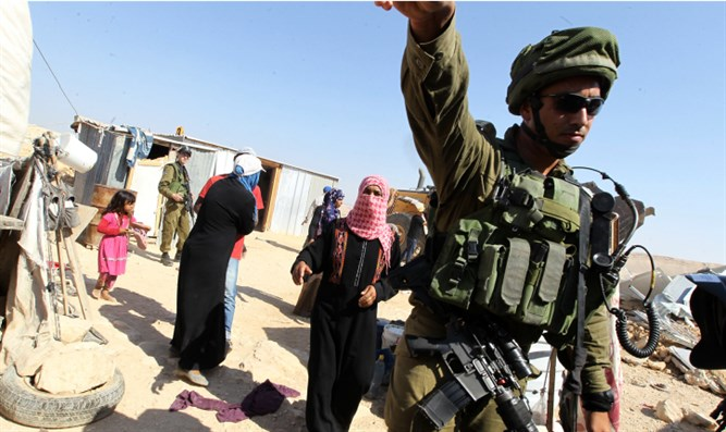 IDF evacuates Bedouin squatters from Khan al-Ahmar