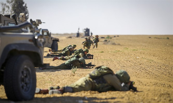 IDF soldiers on Gaza border