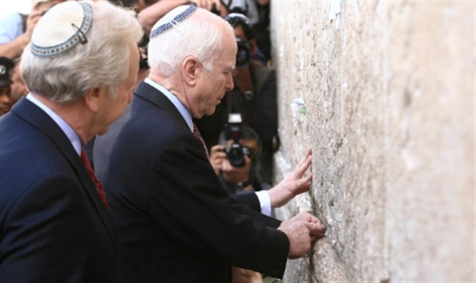 Senators Lieberman and McCain at Western Wall