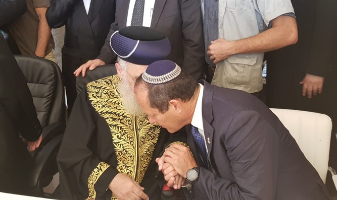 Nir Barkat with Sephardic Chief Rabbi Yitzhak Yosef at the Western Wall on Monday
