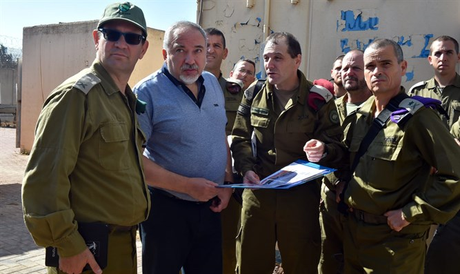 Liberman at the Gaza border
