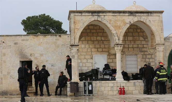 Police post hit by firebomb on Temple Mount