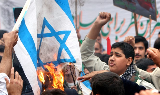 Iranian demonstrators burn Israeli flag