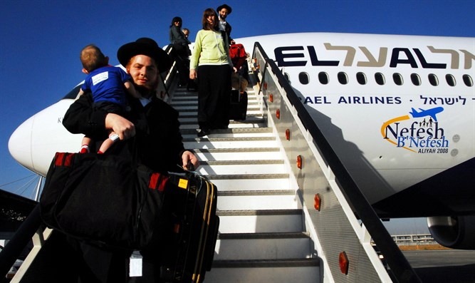 Aliyah to Israel on Nefesh B'Nefesh flight