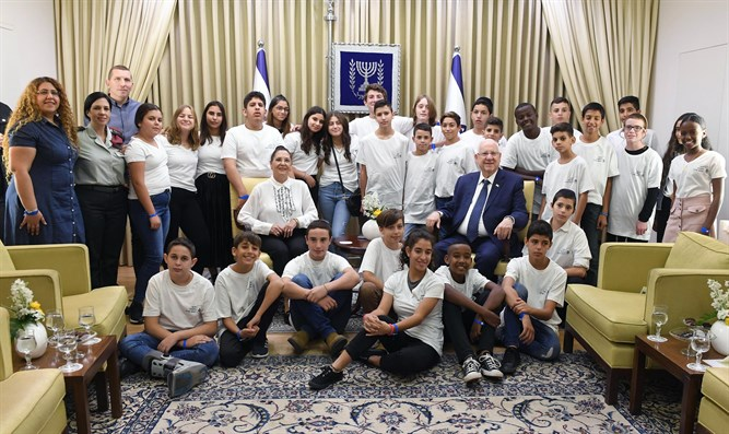 Rivlin with the Bar and Bat Mitzvah children
