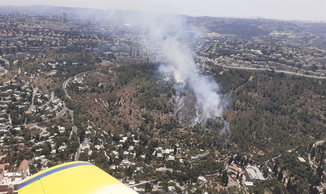 Blaze on slopes of Ein Kerem