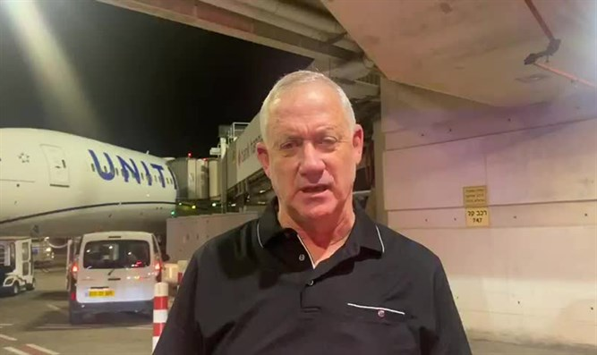 Gantz at Ben Gurion Airpost