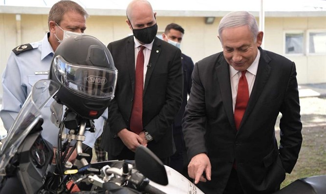 Netanyahu visits 'National Coronavirus Enforcement Authority'