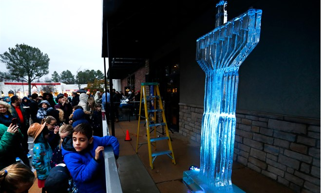 Ice menorah (archive image)